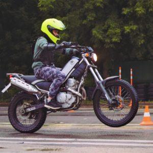 Девушка Юля на мотоцикле