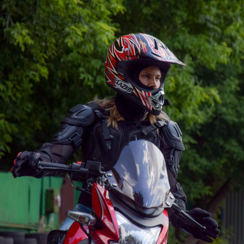 Девушка на мотоцикле фото