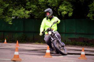 Подготовка к выезду в город на мотоцикле