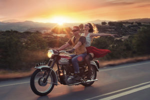 На мотоцикле навстречу ветру