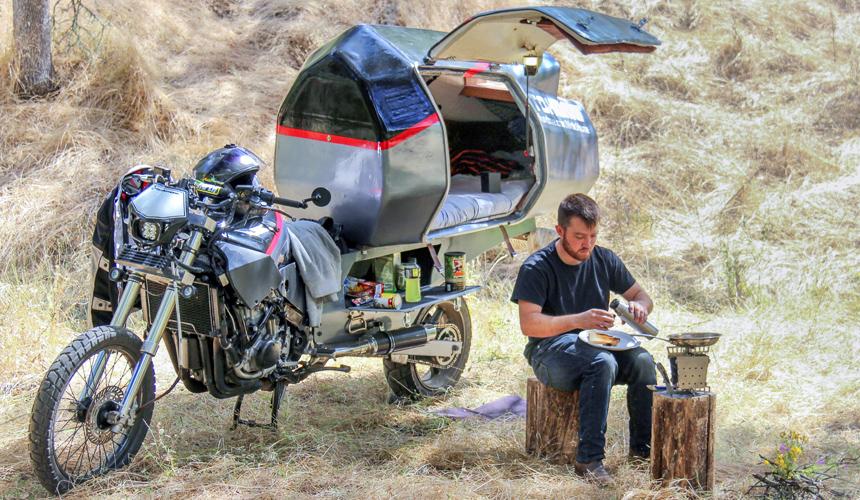 На мотоцикле все с собой