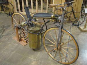 Первый паровой мотоцикл